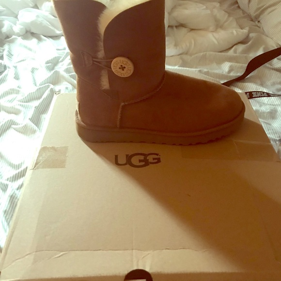 UGG Shoes - Ugh boots barely worn!!
